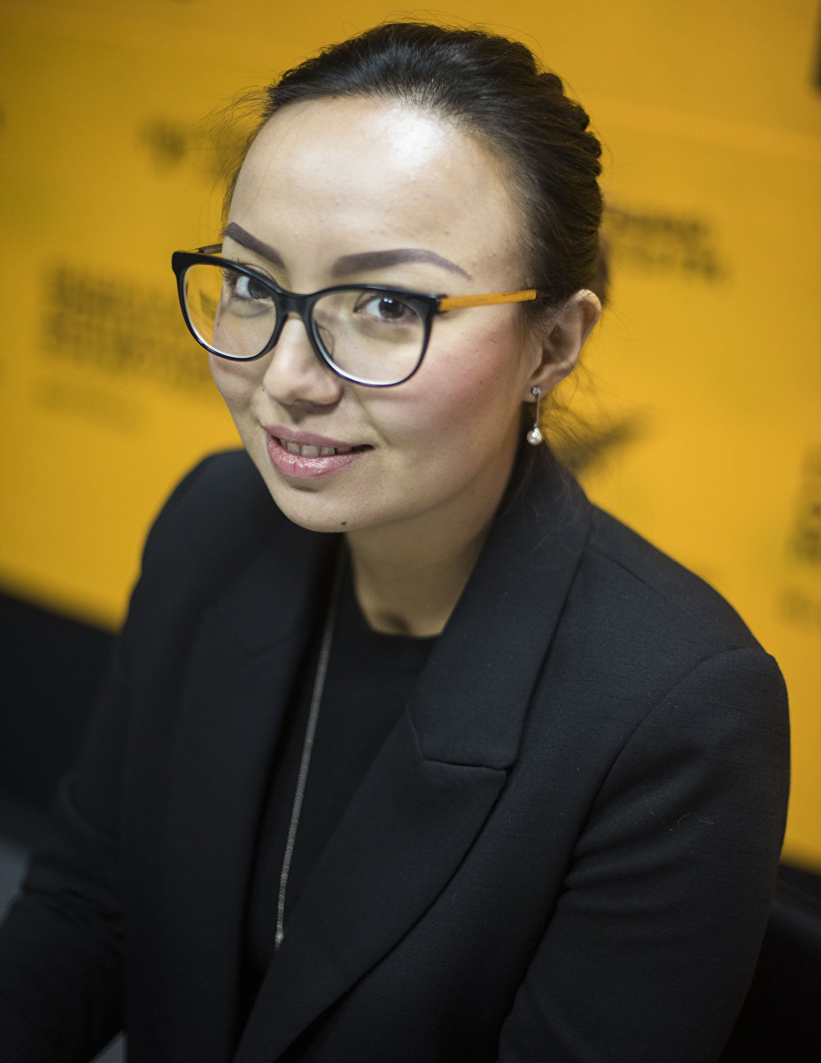 Депутат ЖК Айсулуу Мамашова во время интервью Sputnik Кыргызстан