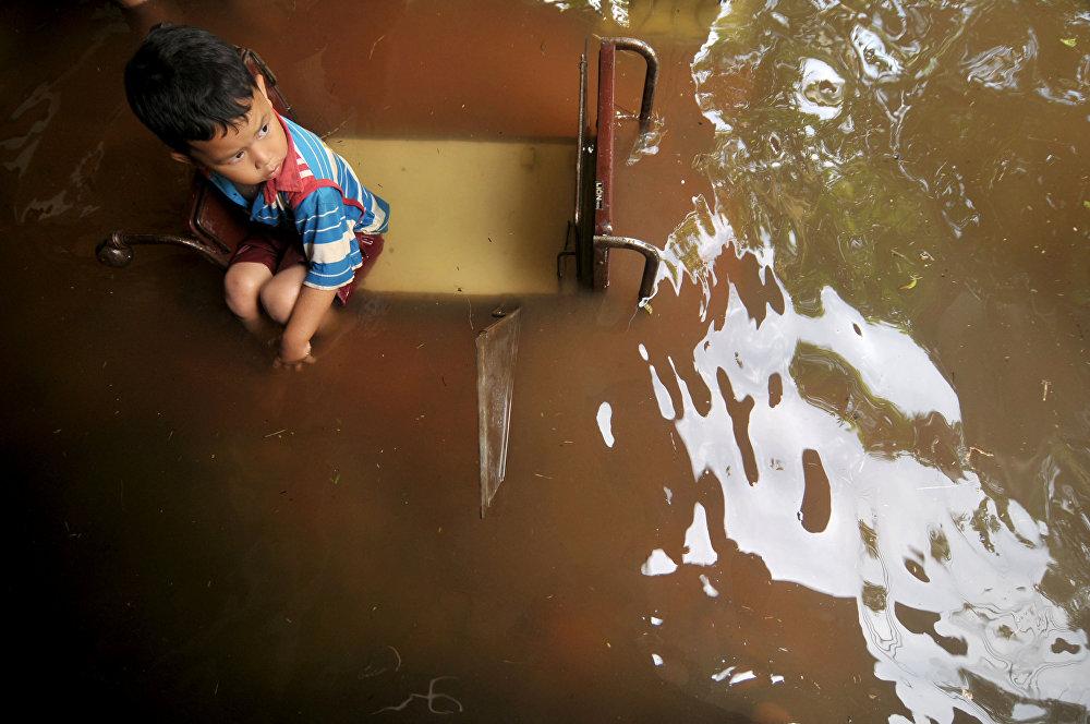 Сильное наводнение в Индонезии