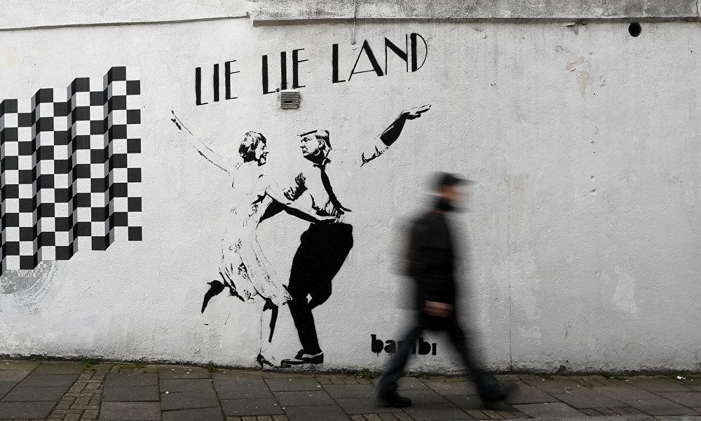 Граффити художника Bambi в Лондоне