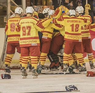 Кыргызстандын хоккей боюнча командасы. Архивдик сүрөт
