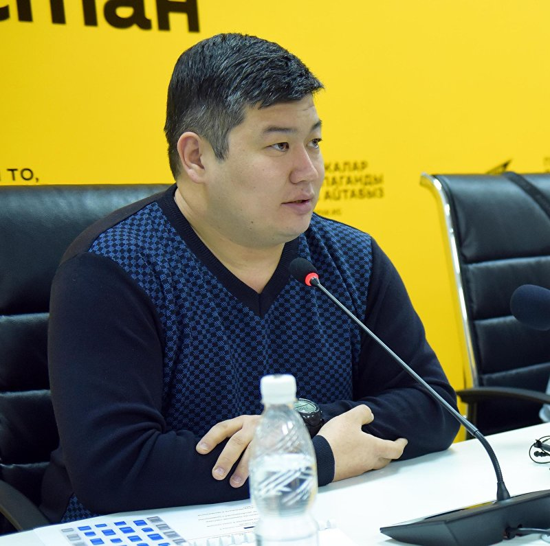 Представитель победителя тендера Самат Сакбаев на пресс-конференции в мультимедийном пресс-центре Sputnik Кыргызстан.