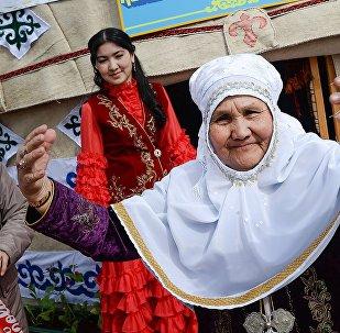 Жители города Байконур во время праздника Навруз. Архивное фото