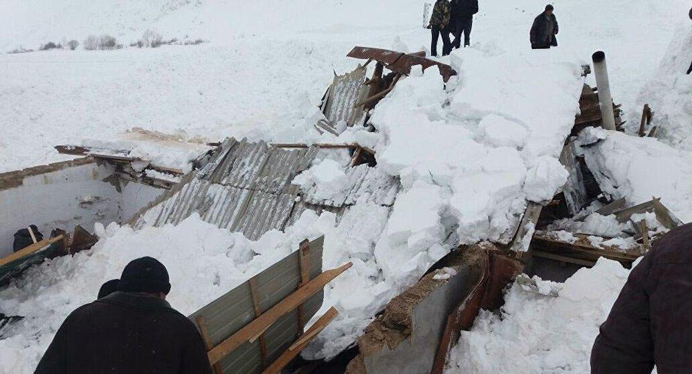 Последствия схода снежных лавин в Чон-Алайском районе