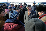 Биринчи вице-премьер Мухамметкалый Абулгазиев Дача айылында. Архивдик сүрөт