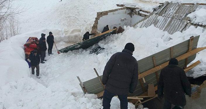 Погибли двое детей, спасти удалось 11 человек