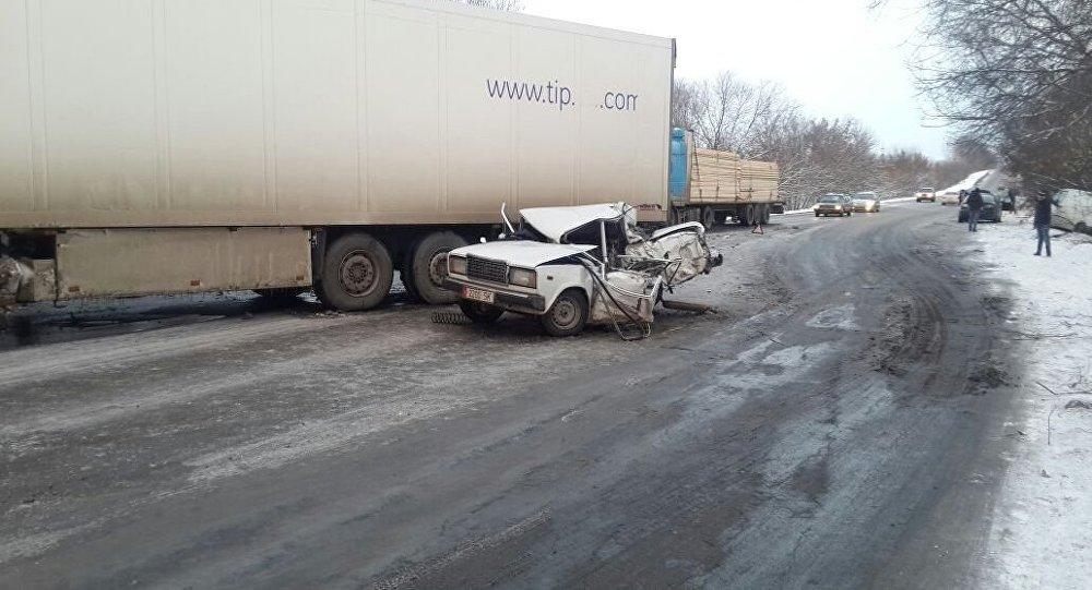 Смертельное ДТП на объездной трассе недалеко от Бишкека