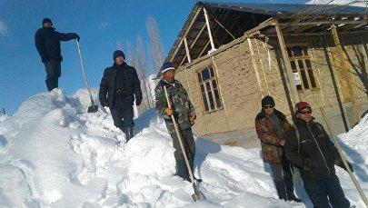 Последствия сильных снегопадов в Чаткальском р-не Ошской области