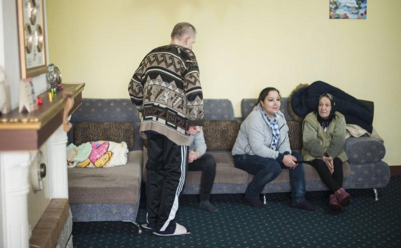 Постояльцы в государственном доме престарелых в Кыргызстане