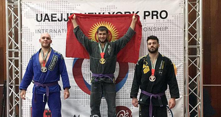 Кыргызстандык спортчу Абдурахманхаджи Муртазалиев жиу-житсу боюнча АКШда өткөн эл аралык мелдеште эки медаль утуп алды