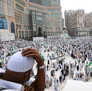 Паломники во время хаджа у мечети Масджид аль-Харам в Мекке. Архивнео фото