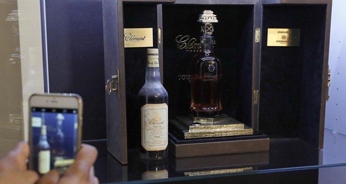 Аукцион самой дорогой бутылки рома в Париже