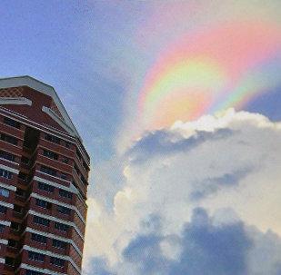 Огненная радуга в небе над Сингапуром. Фото со страницы Instagram пользователя luciuscjh