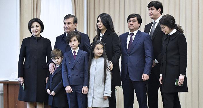 Президент Узбекистана Шавкат Мирзиёев со своей семьей в Ташкенте