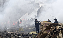 Сотрудники МЧС КР на месте крушения грузового самолета Boeing 747 авиакомпании MyCargo Airlines в селе Дача-СУ. Архивное фото