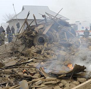 Обломки на месте крушения грузового самолета Boeing 747 авиакомпании MyCargo Airlinesв селе Дача-СУ.