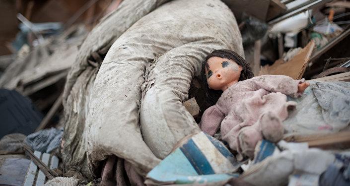 Выброшенная кукла. Архивное фото