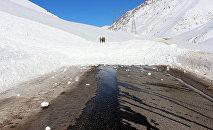 Снежная лавина на автодороге Бишкек — Ош. Архивное фото