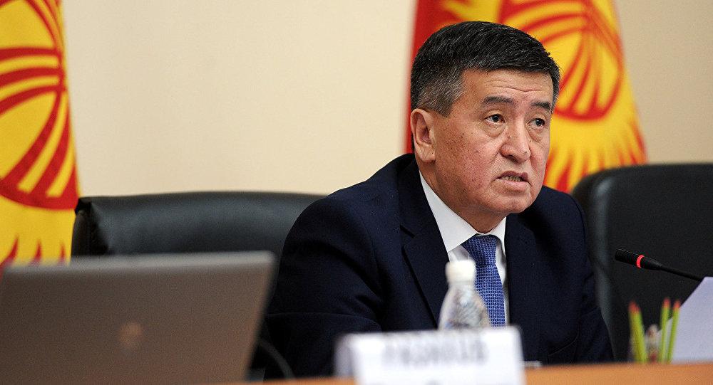 Кыргызстандын мамлекет башчысы Сооронбай Жээнбековдун архивдик сүрөтү