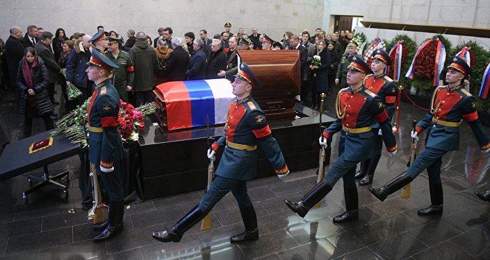 Могила Чуркина находится на восьмом участке кладбища.