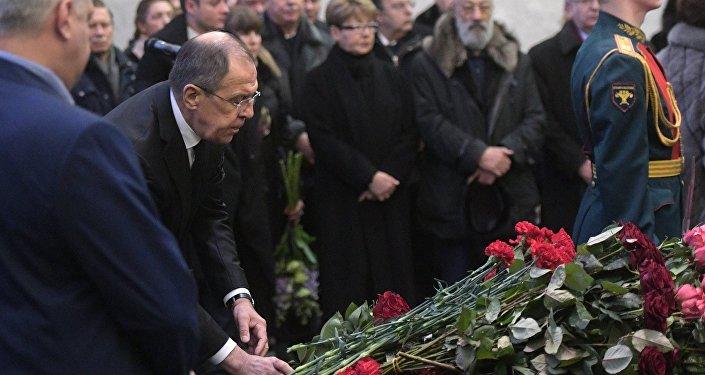 На церемонии похорон присутствовали несколько десятков знакомых, друзья и родные Чуркина