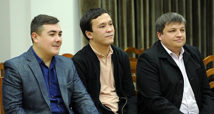 В целях развития и популяризации КВН премьер-министр Сооронбай Жээнбеков поощрил команду Азия MIX