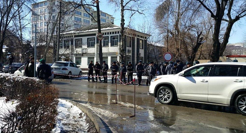 Сторонники схваченного оппозиционера митингуют вБишкеке