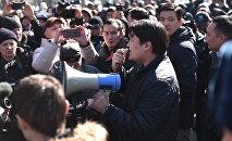 Өмүрбек Текебаевдин тарапташтарынын митинги. Архивдик сүрөт