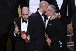 Режисер Ла-ла ленд Джордан Хоровиц по ошибке принимает награду за лучший фильм на Оскар в воскресенье, 26 февраля 2017 года в Dolby Theatre в Лос-Анджелесе. Позже было установлено, что Лунный свет получил лучшую картину
