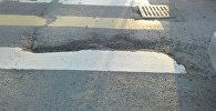 Дыры на пешеходном переходе на пересечении улиц Суеркулова (бывшая Донецкая) и Тыныстанова