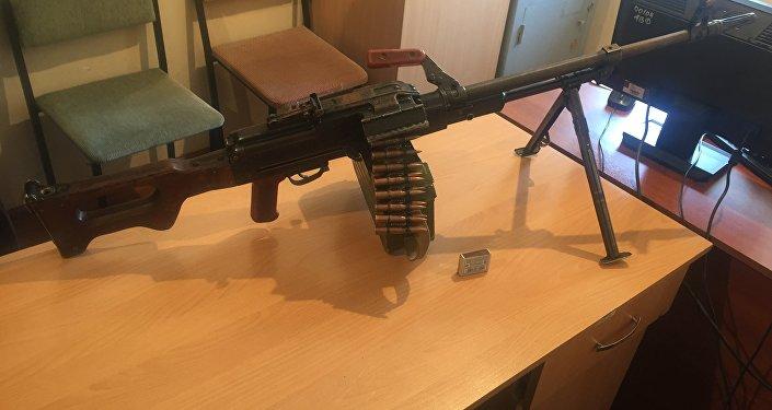 Кыргызстанец добровольно сдал в милицию пулемет Калашникова и 19 боевых патронов (калибра 7,62 миллиметра)