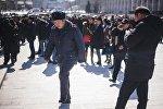 Сотрудник правоохранительных органов на площади Ала-Тоо. Архивное фото