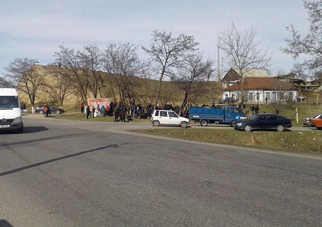Сторонники Текебаева на митинге в поддержку задержанного депутата в Базар-Коргоне