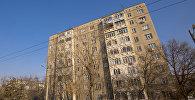 Вид на здание жилого многоэтажного дома в Бишкеке. Архивное фото