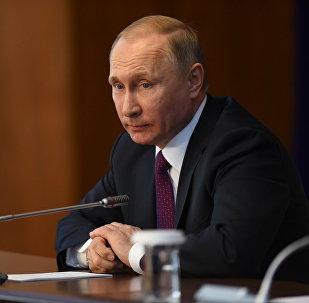 Президент России Владимир Путин во время пресс-конференции в Бишкеке