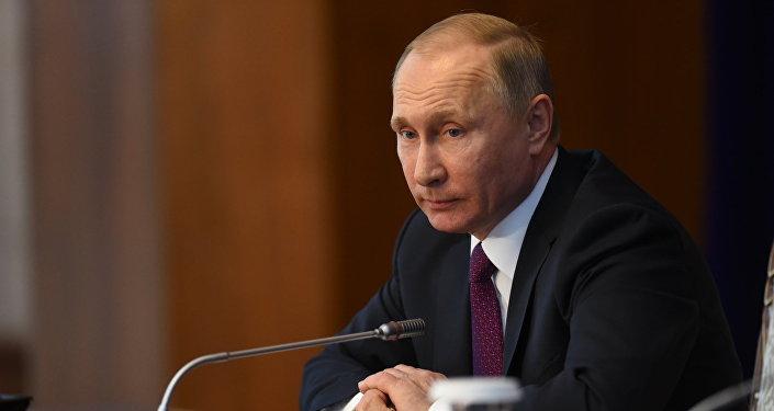Путин пообещал поддерживать Киргизию напути интеграции вЕАЭС
