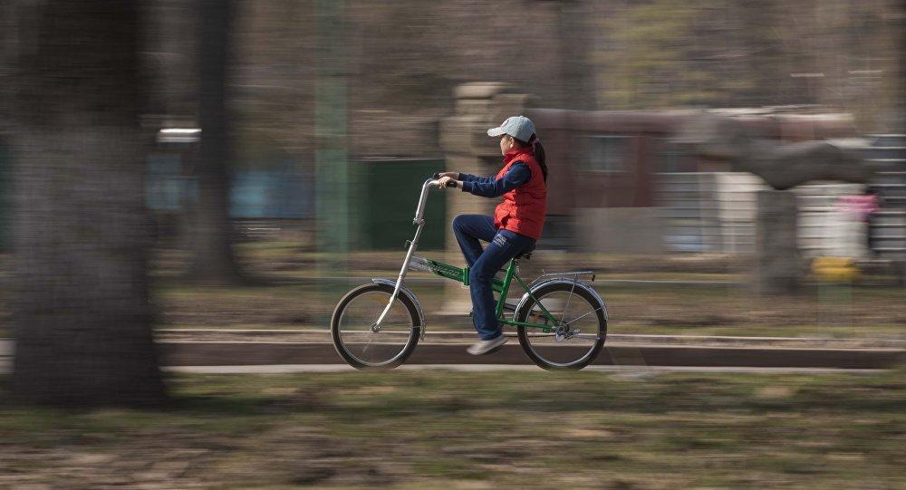 Велосипедчен кыз. Архив
