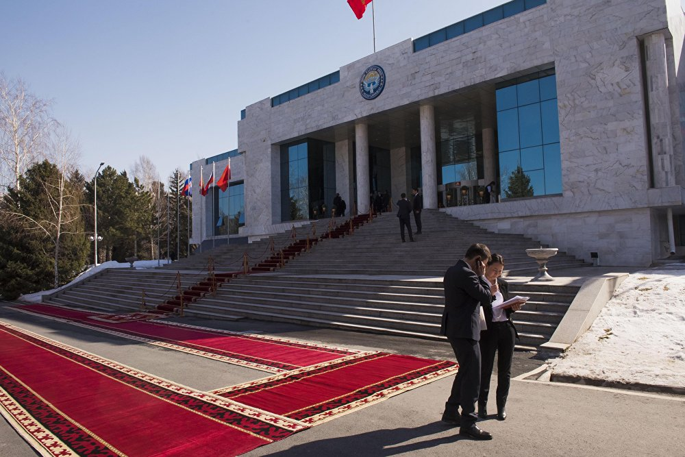Переговоры Путина сАлмазбеком Атамбаевым прошли вБишкеке
