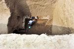 Кытайдагы археолог казууда. Архивдик сүрөт