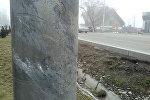 Следы от дтп на столбе в Бишкеке. Архивное фото