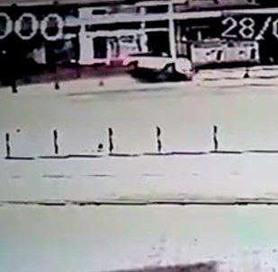 Камеры наблюдения зафиксировали ДТП с Илимом Карыпбековым