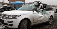 Искореженная машина марки Range Rover главы КТРК Илима Карыпбекова после ДТП на штрафстоянке