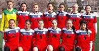 Женская сборная Кыргызстана по футболу (младше 19 лет) перед матчем. Арихвное фото