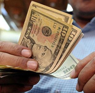 Долларовые купюрв. Архивное фото