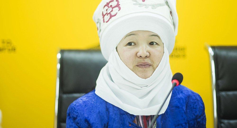 Руководитель проекта Кийиз дүйнө — көчмөн руху Айдай Асангулова на пресс-конференции в мультимедийном центре Sputnik Кыргызстан.