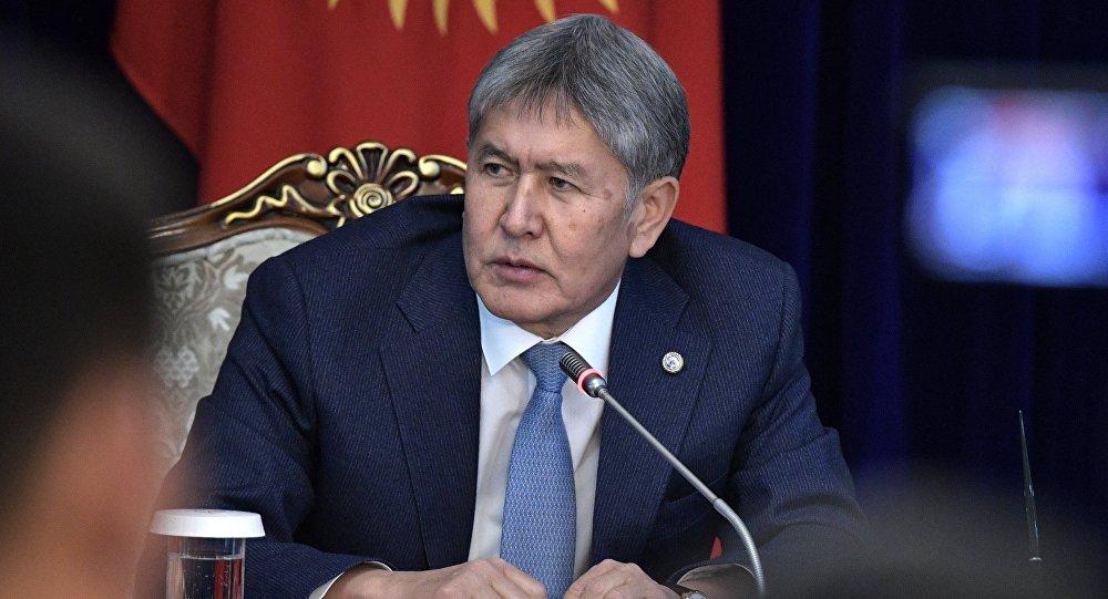 Президент Киргизии Алмазбек Атамбаев обозвал депутатов сплетниками и поддержал роспуск парламента