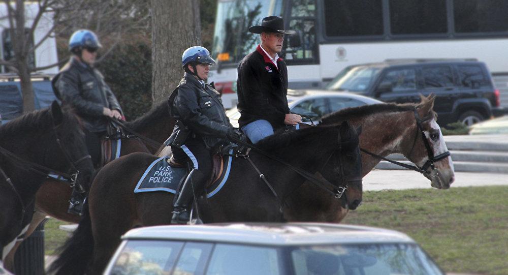 Министр внутренних дел США Райан Зинке прибыл на свой первый день работы в отделе внутренних дел в Вашингтоне