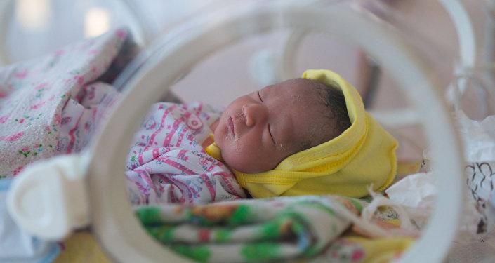 Малыш, родившийся раньше срока, получает интенсивное лечение в перинатальном центре Ошской областной больницы