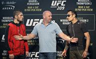 UFC уюмунун президенти Дэйна россиялык мушкер Хабиб Нурмагомедов менен америкалык Тони Фергюсон