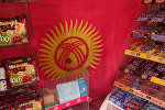 Бишкек шаарындагы Медеров жана Байтик Баатыр көчөлөрүнүн кесилишиндеги дүкөндүн ээси мамлекеттик желекке аяр мамиле жасабаган