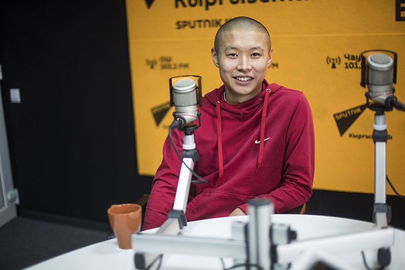 Бизнесмен, владелец теплиц Тилек Токтогазиев во время интервью на радио Sputnik Кыргызстан